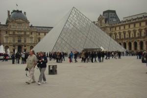 piramida w Luwrze