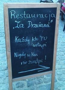 Szyld restauracji Za Drzwiami