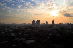 zachód slońca nad miastem