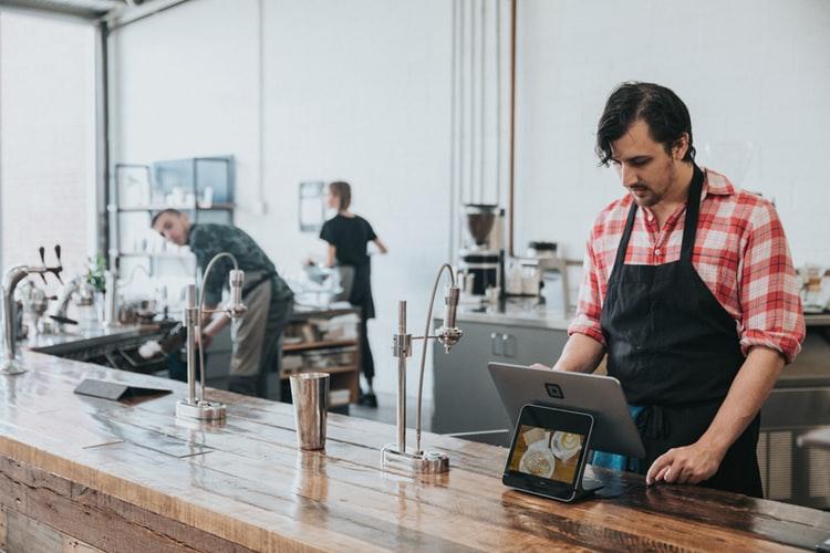 Profesjonalny system POS do gastronomii – na co zwracać uwagę przy zakupie?
