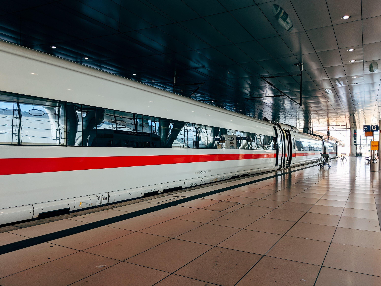 Polska kolej i customer experience czyli jak mieć pasażera w dupie